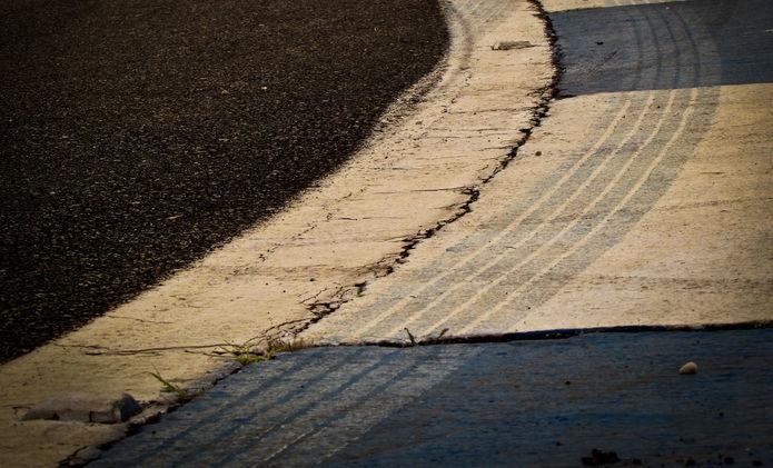 Racetrack Kerb